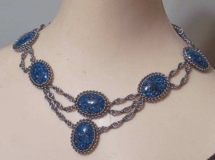 bluecabnecklace3.jpg