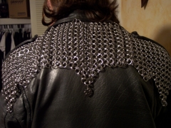 chain_mantle_back_closeup.jpg