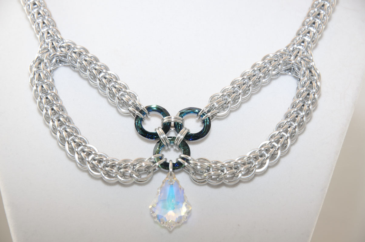 Full Persian and Swarovski Bow Necklace - Detail