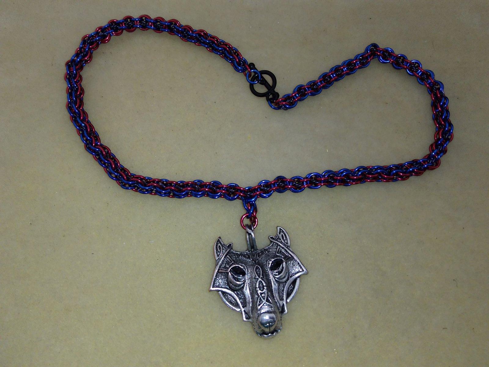 Embedded spiral necklace
